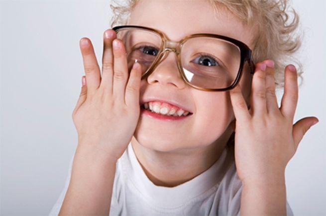kid_wearing_glasses_0